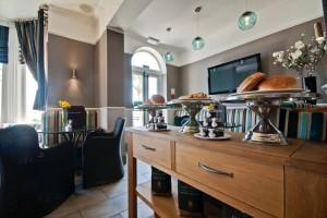 Cafe Bar 4