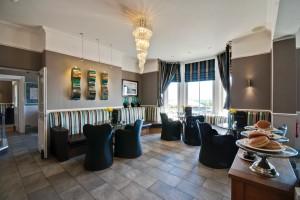 Cafe Bar 3